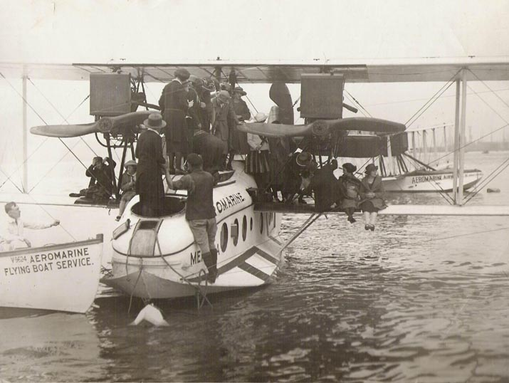 Aeromarine Model 75 'Mendoza' with flappers in NYC